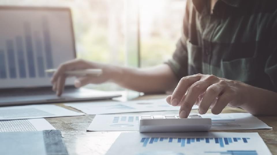 Empreendedor fazendo pesquisa de mercado
